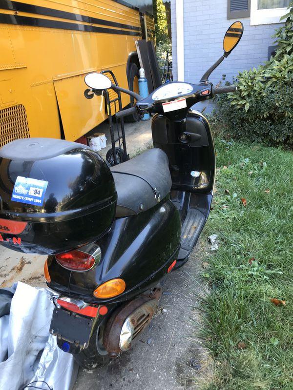 Vespa LX150 - 6500miles 150cc - Clean Title