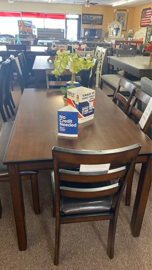 6 pc fun dining table for Sale in Fresno, CA