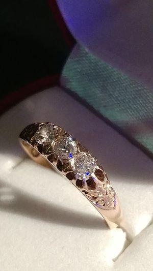 THREE STONES DIAMONDS*PRINCESS-CUT DIAMOND'S (I-F) RING-18KT YELLOW GOLD*(Antique:1830-70 yars)Sings(J & M )Three Diamonds, one 25ct/F Size: 7.0 for Sale in Brooklyn, NY