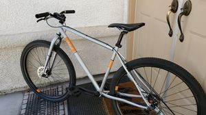 RALEIGH 29ER - EXCELLENT CONDITION ( SEE PHOTOS AND DESCRIPTION) for Sale in Las Vegas, NV
