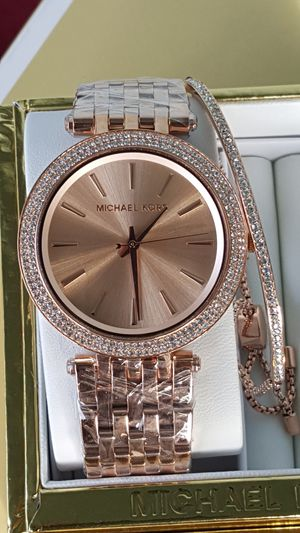 New Authentic Michael Kors Women's Rosegold Watch And Bracelet Set 🎁❤🎁❤ for Sale in Montebello, CA