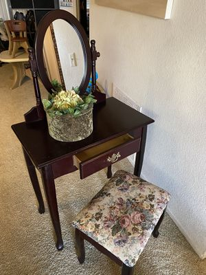 Vanity. Mirror, stool and velvet box all included for Sale in Irvine, CA