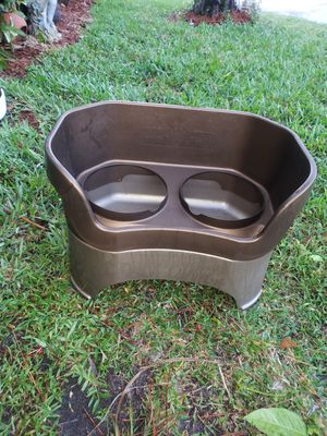 ELEVATED DOG BOWL FEEDER for Sale in Boca Raton, FL