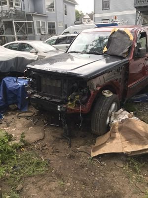 2012 Jeep Liberty parts out for Sale in North Plainfield, NJ