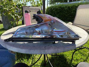 370z driver side headlight for Sale in Stanton, CA