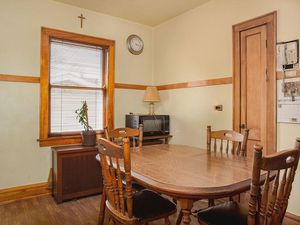 Kitchen table and chairs for Sale in Stickney, IL