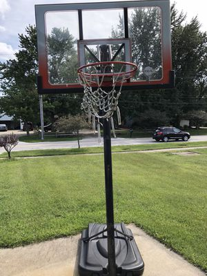 Outdoor Basketball Hoop for Sale in Strongsville, OH
