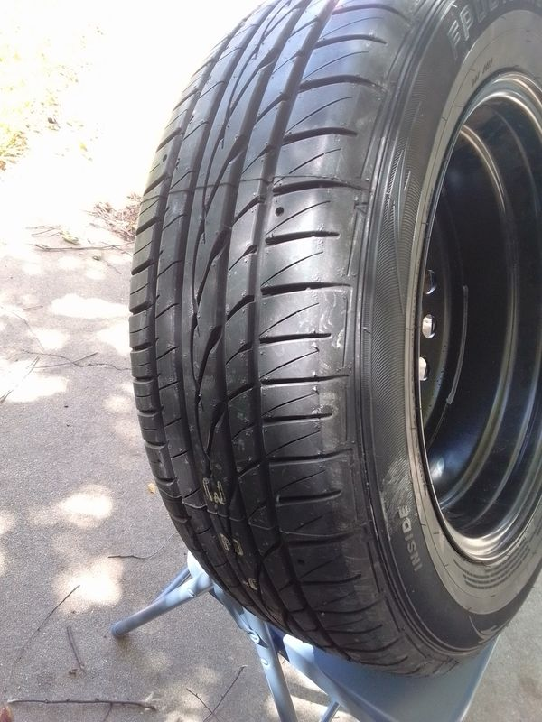 7x17 Tire with Wheel
