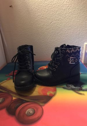 Size 7 girls boots for Sale in Palm Springs, CA