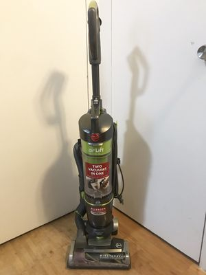 Hoover Air Lift Upright Bagless Vacuum for Sale in New York, NY