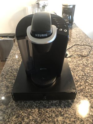 Keurig K-Classic K-50 with K-Cup holder for Sale in Washington, DC