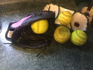 "Easton 12.5"" Girl's Softball Glove Model TFP125 like new comes with 4 softballs for Sale in Shorewood, IL"