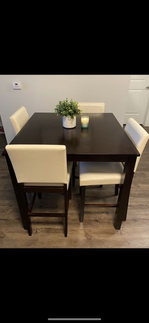 High top kitchen table with 4 chairs for Sale in Raleigh, NC