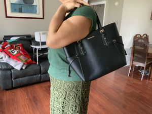 Michael Kors voyager large tote for Sale in Sumner, WA