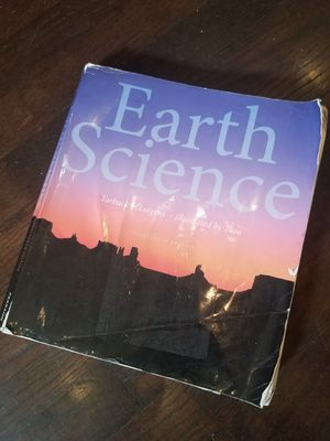 Earth Science Textbook Pearson Fourteenth Edition Tarbuck Lutgens. Condition is Acceptable.  ISBN 978-0-321-92809-2. for Sale in Lexington, SC
