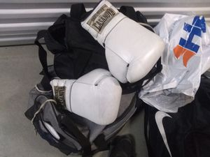Boxing gloves for Sale in Jurupa Valley, CA