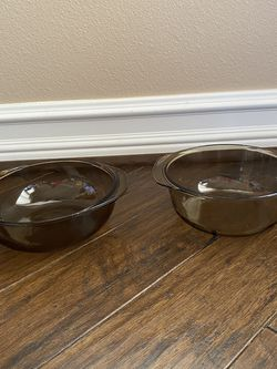 2 Vintage Pyrex Serviced Dishes for Sale in Las Vegas,  NV