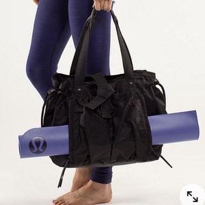 Lululemon Weekend Duffle Gym Yoga Bag for Sale in Oceanside, CA