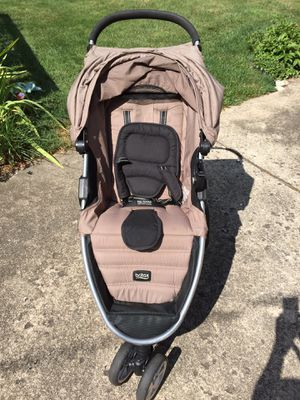 Britax B Agile stroller, 2 B-Safe 35 car seat bases, potty chair for Sale in Aurora, IL