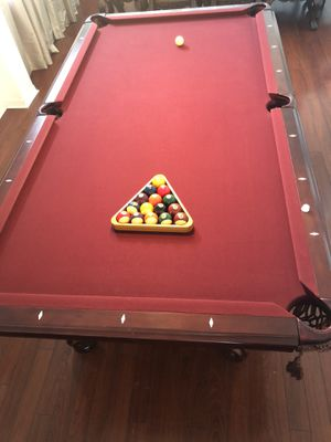 American Heritage Ball in Pool Table - 8ft - with 2 leather Chairs and Accessories for Sale in Heathrow, FL