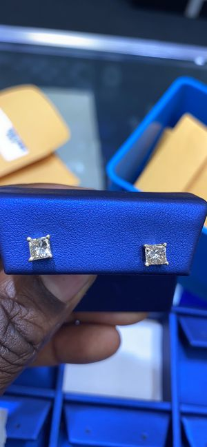 14K 1.0g 1Carat Diamond Earrings for Sale in Charlotte, NC