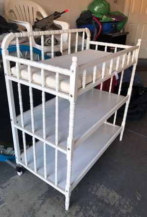 Baby diaper changing table for Sale in Fresno, CA