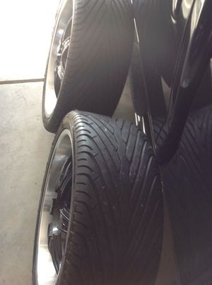 3 265/35 R22 10 2vxL tires nice for Sale in Ellenwood, GA