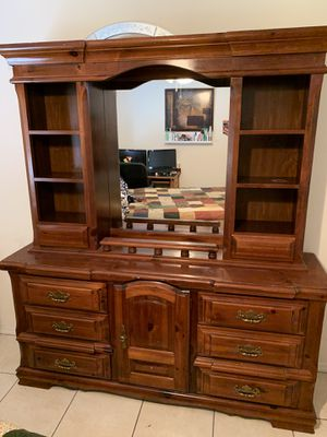 Solid wood Dresser with Mirror for Sale in Deltona, FL