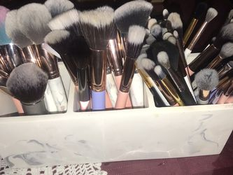 68 Makeup Brushes With Marble Holder for Sale in Garden Grove,  CA