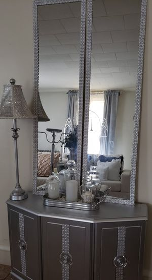 Beautiful entryway table with set of mirrors that can be hung on the wall for a more elegant look for Sale in Shillington, PA