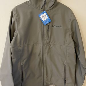 Brand New Columbia Ascender Soft-shell jacket Size: M for Sale in Bellevue, WA