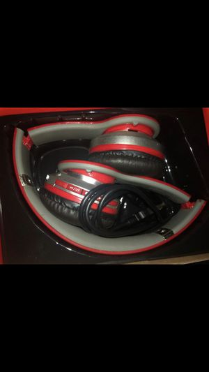 Wireless beats headphones for Sale in Raleigh, NC