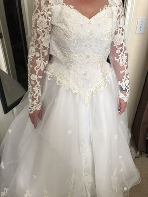 Oleg Cassini Wedding Dress Size 12 for Sale in Goodyear, AZ