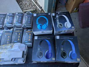Headphones and earbuds for Sale in Modesto, CA