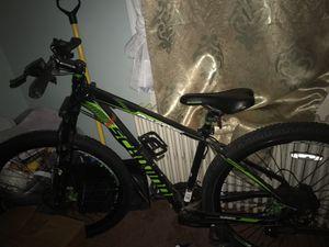 """Schwinn bike with shimano gears . 27"""" WHEELS for Sale in Hyattsville, MD"""