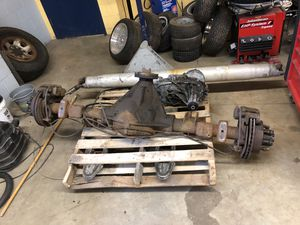 2005 GMC Sierra front differential, Rear End , transfers case, and two drive shafts for Sale in Chicago, IL
