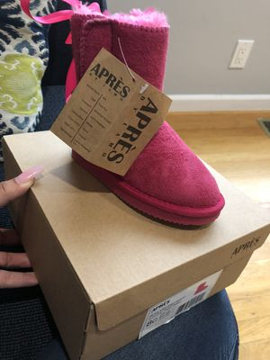 New girls warm boots sz 8 for Sale in San Jose, CA