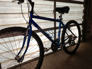 Giant mountain bike for Sale in Peoria, IL