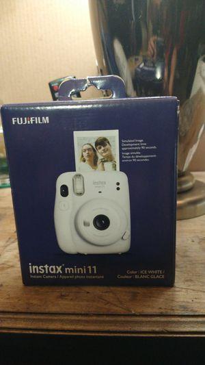 Fujifilm instax mini 11 for Sale in Huntington Beach, CA