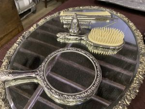 Beautiful vintage beauty set for Sale in Pittsburgh, PA