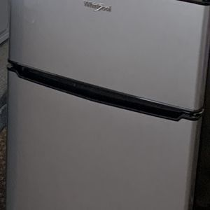 Whirlpool mini fridge for Sale in Naples, FL