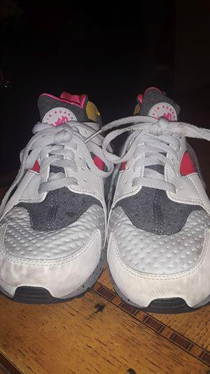 Nike Huarache tennis shoes, sz 8.5 for Sale in Gardena, CA