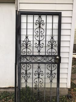 "Security storm door36"" wide for Sale in New Holland,  IL"