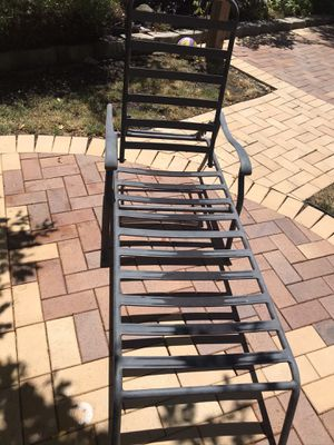 2 patio metal reclining chair for Sale in Richmond, CA