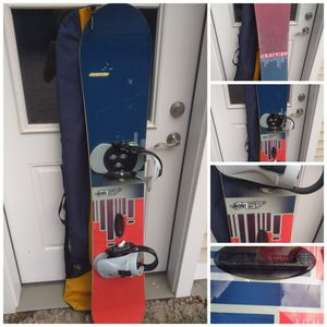 Burton snowboard with bag Located in Branford for Sale in Branford, CT