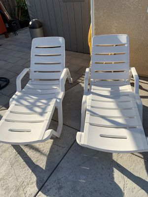 Two (2) plastic pool lounge chairs for Sale in Reedley, CA