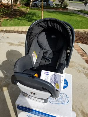 Chicco Infant & Toddler Car Seat w/ Base for Sale in Corona, CA