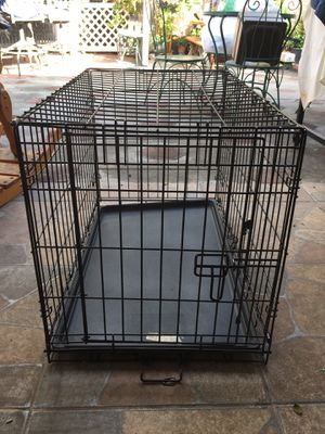 Medium dog crate for Sale in Rialto, CA