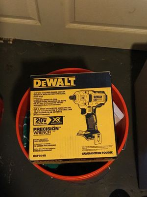 Dewalt 1/2 13mm mid range impact wrench for Sale in Cleveland, OH