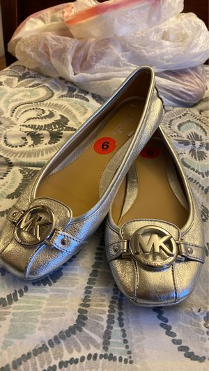 WOMENS MICHAEL KORS SLIP ON SHOES for Sale in Oakland, CA